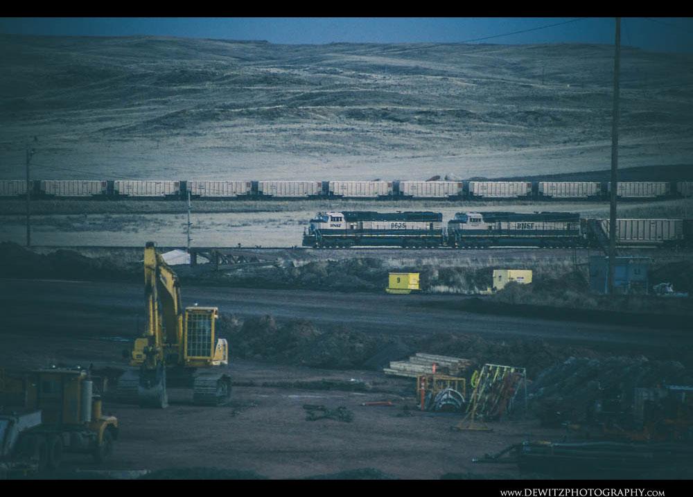 167BNSF Train Waits to Get Loaded