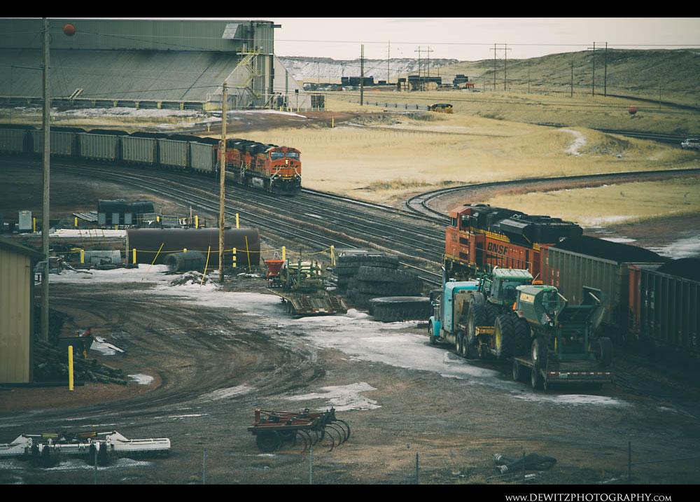252Black Thunder Coal Mine Fills Two BNSF Trains