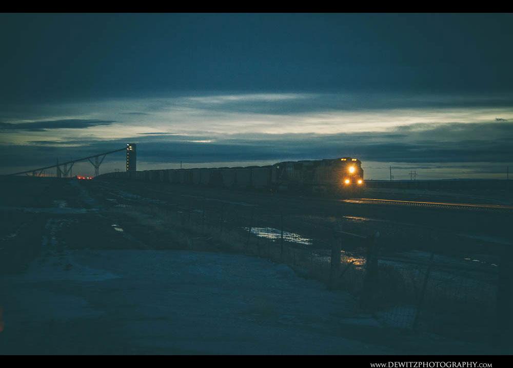 85BNSF on the Powder River Basin at Night