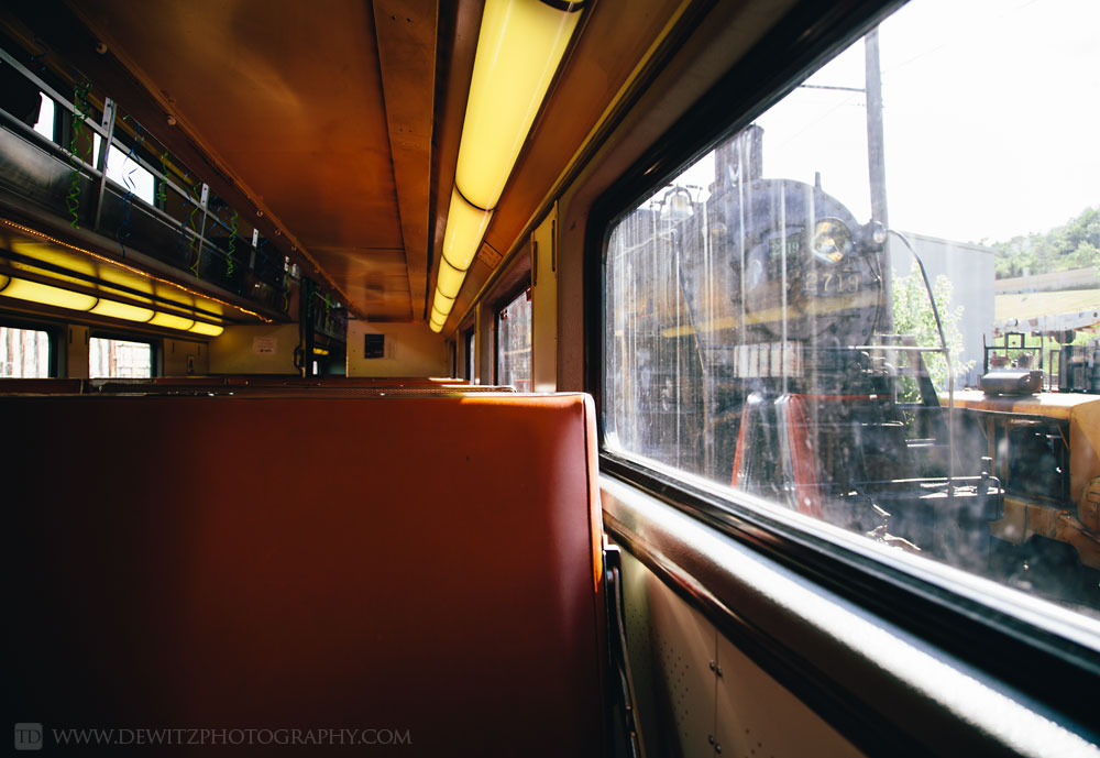 11soo_2719_out_the_window_of_cnw_passenger_car