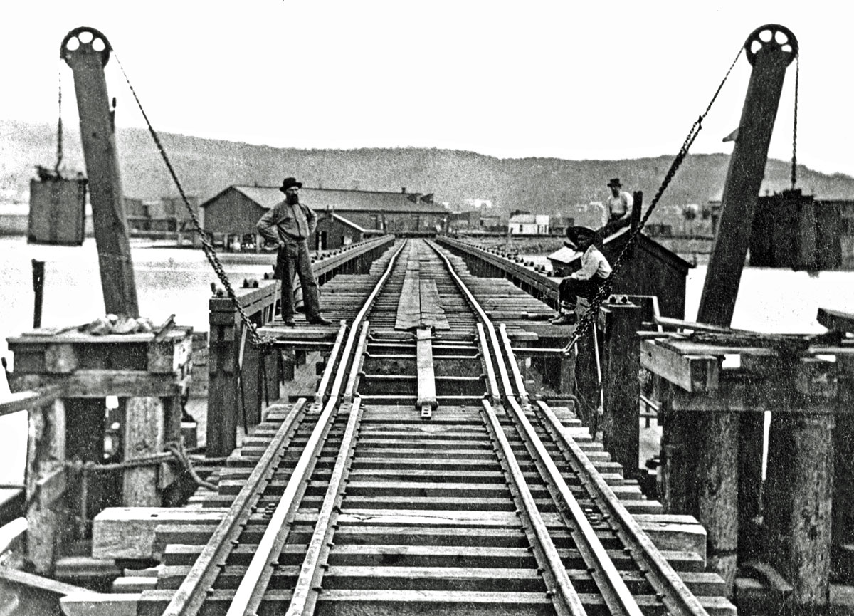 Mississippi River Pontoon Bridge Approach
