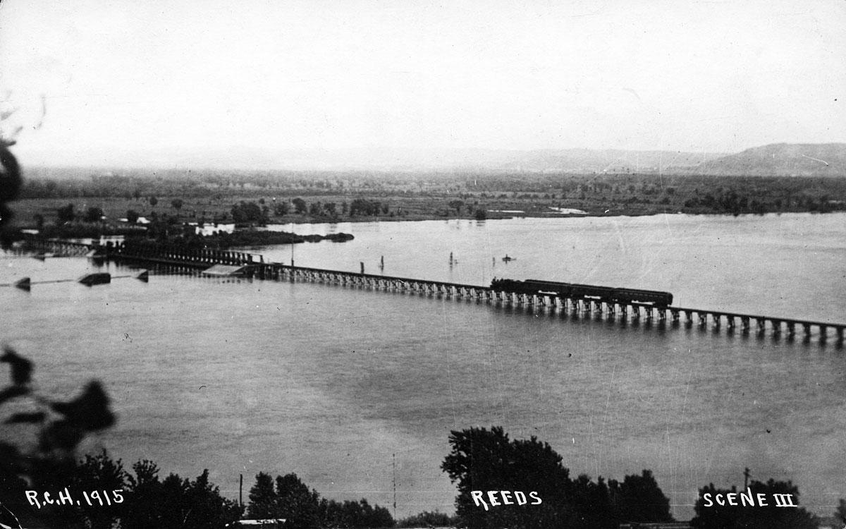 Reeds Landing Steam Train on Pontoon Bridge