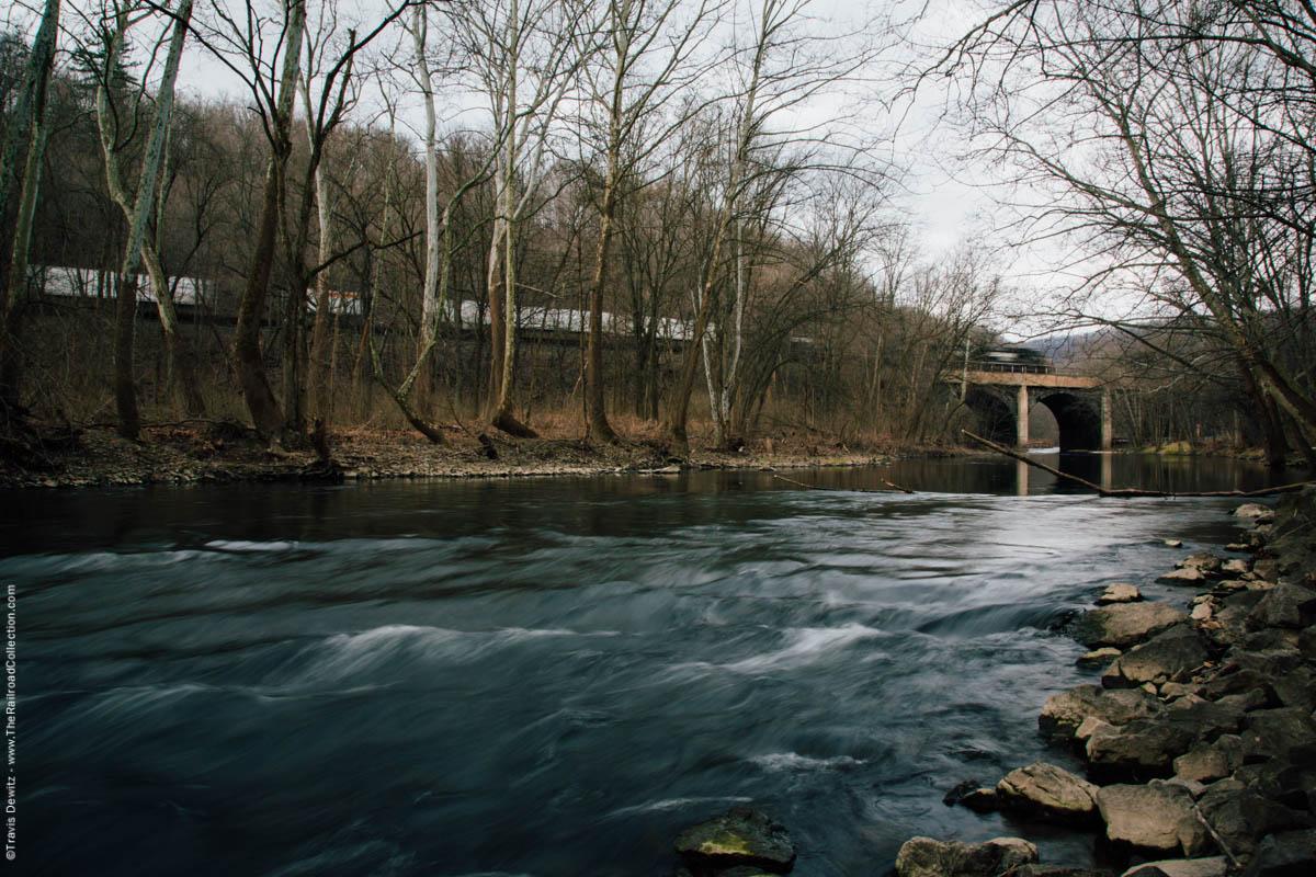 ns-intermodal-train-arched-bridge-little-juniata-river-tyrone-pa-4387