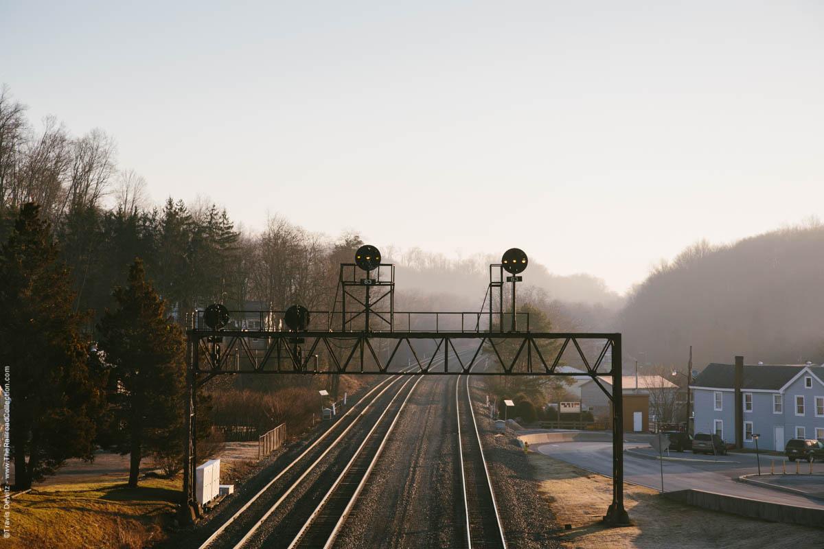 pennsy-signal-bridge-foggy-sunrise-ns-pittsburgh-line-summerhill-pa-3174