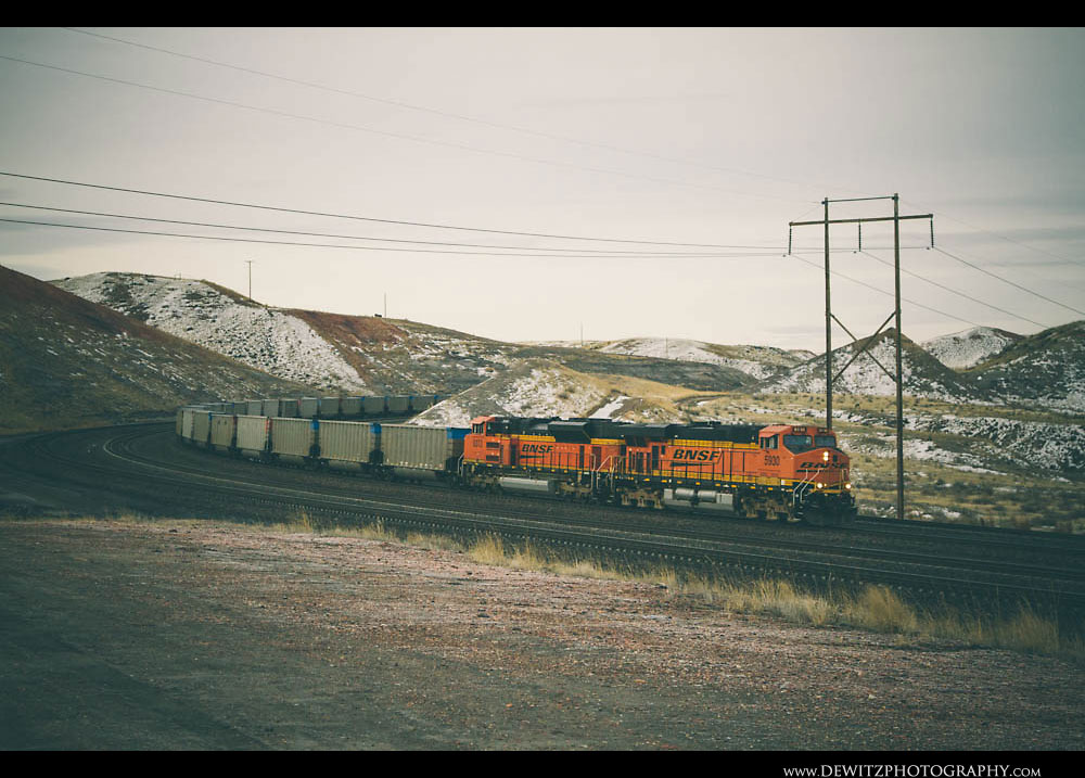 281BNSF Train Rounds the Curve