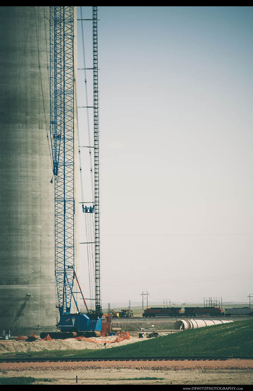 35Crane Next to Black Thunder West Concrete Silo