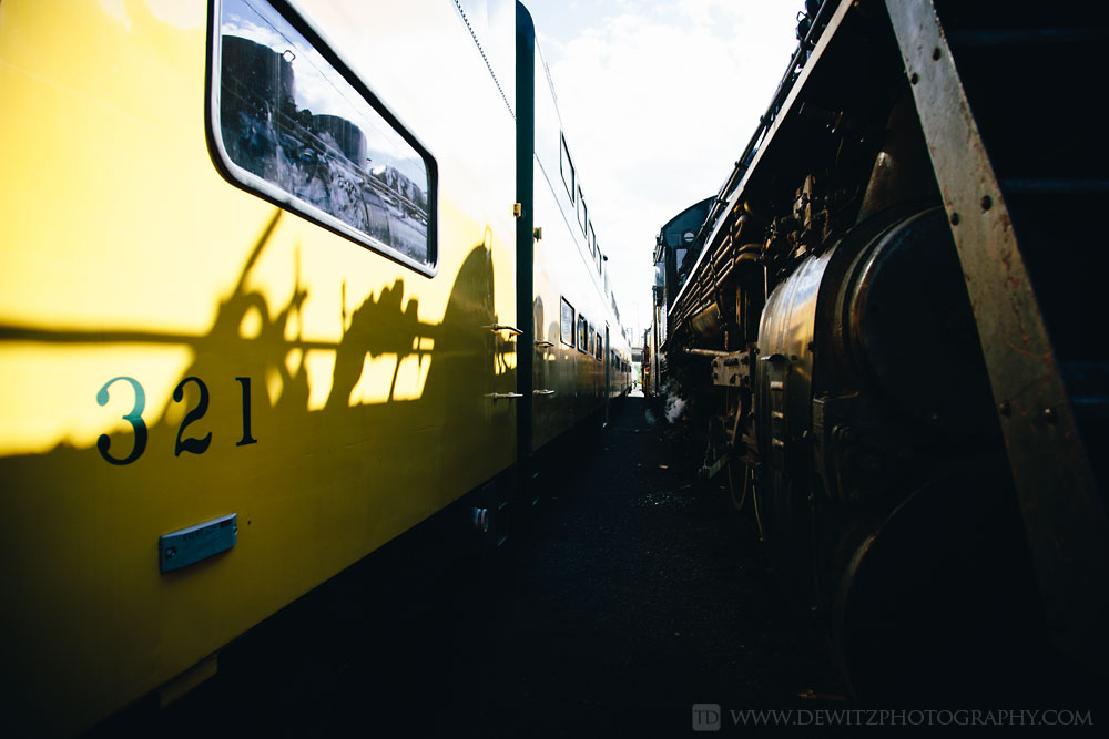 17soo_2719_shadow_on_cnw_passenger_car