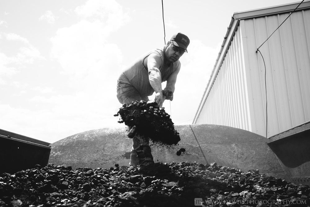 41soo_2719_shoveling_coal_from_the_tender