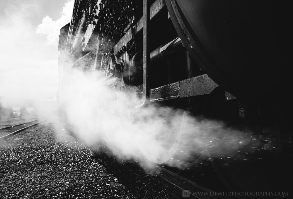 84soo_2719_blowing_steam