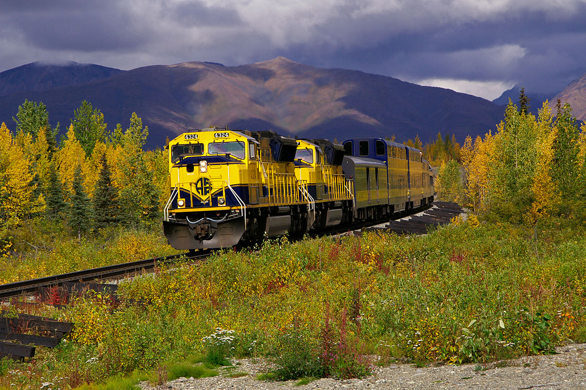 An Alaska RR SD70MAC brings the Denali Star south toward Anchorage near the town of Cantwell.