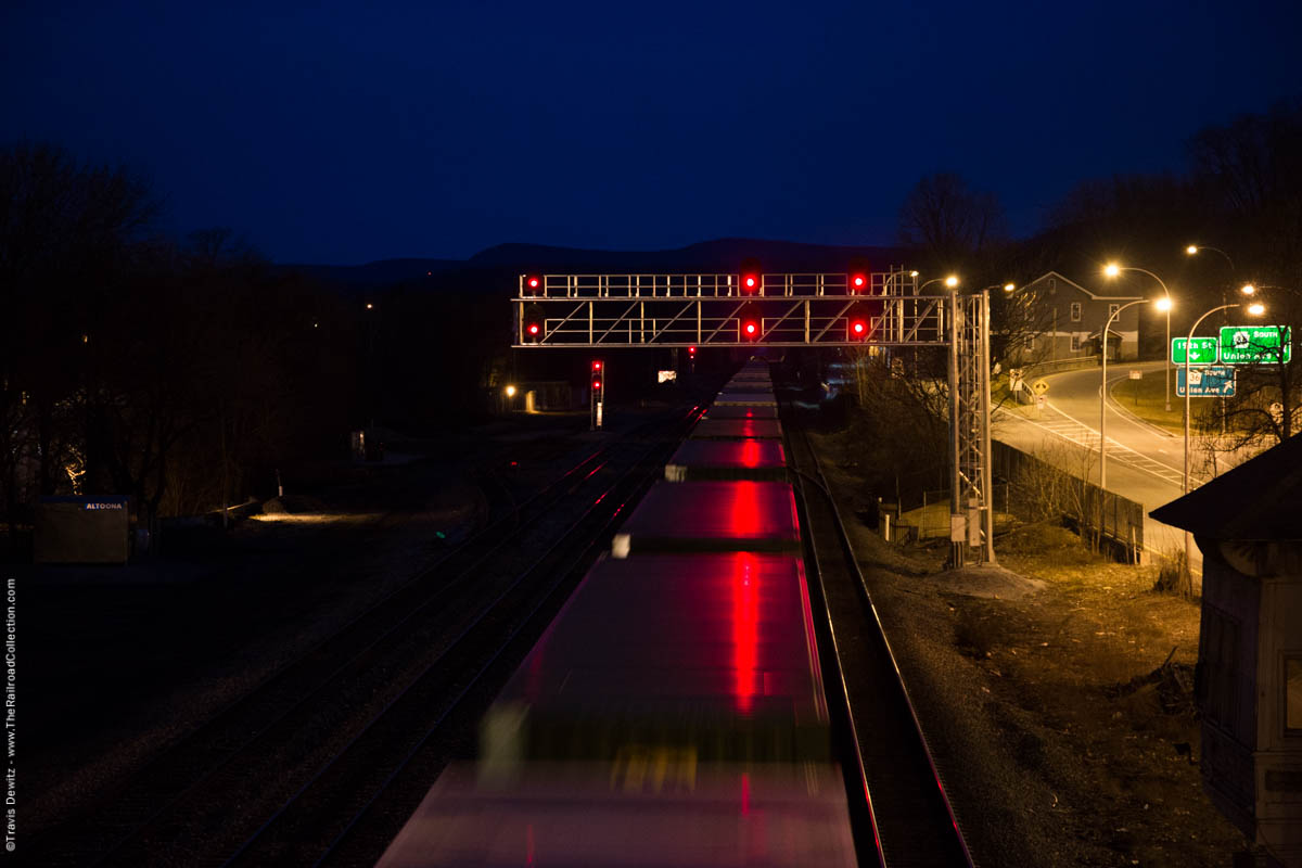 ns-container-train-red-signal-lights-dawn-altoona-pa-3969