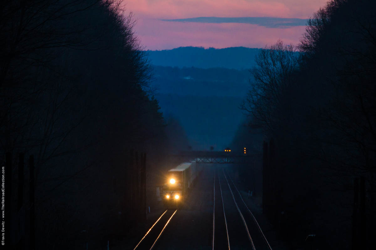ns-dusk-pink-sky-prr-signal-bridge-stack-train-cassandra-pa-7144
