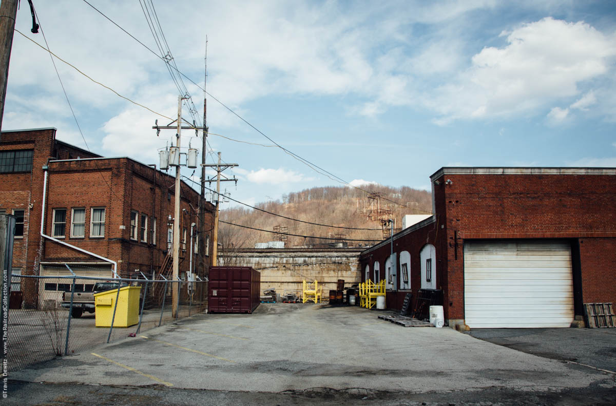 ns-prr-main-line-behind-industrial-buildings-johnstown-pa-3473